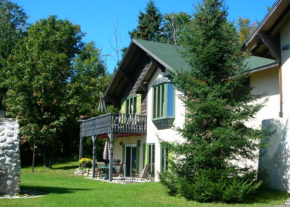 One Bedroom Chalet For Rent For 2 Laurentians Chalets Chanteclair