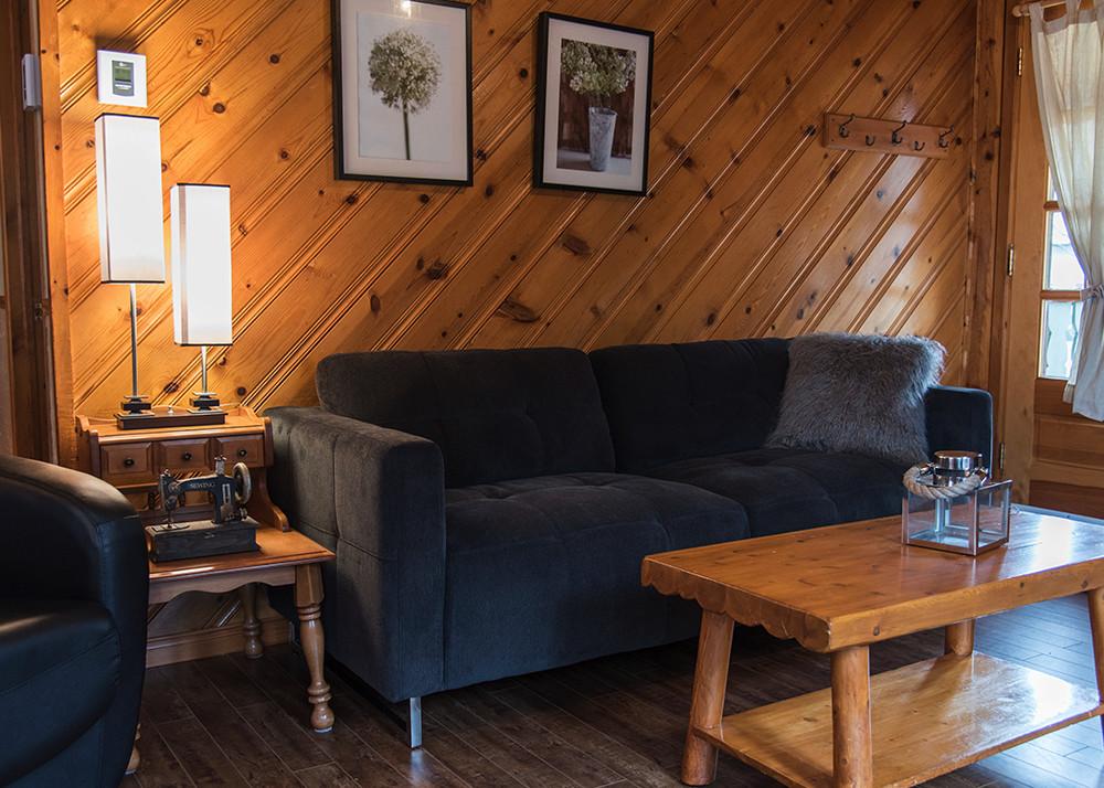 chalet louer 3 chambres pour 6 laurentides chalets chanteclair. Black Bedroom Furniture Sets. Home Design Ideas