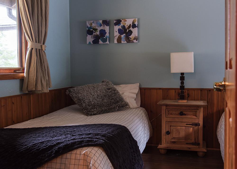 location chalet 2 chambres pour 4 laurentides chalets chanteclair. Black Bedroom Furniture Sets. Home Design Ideas