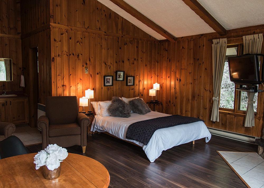 deluxe studio cottage rental laurentians